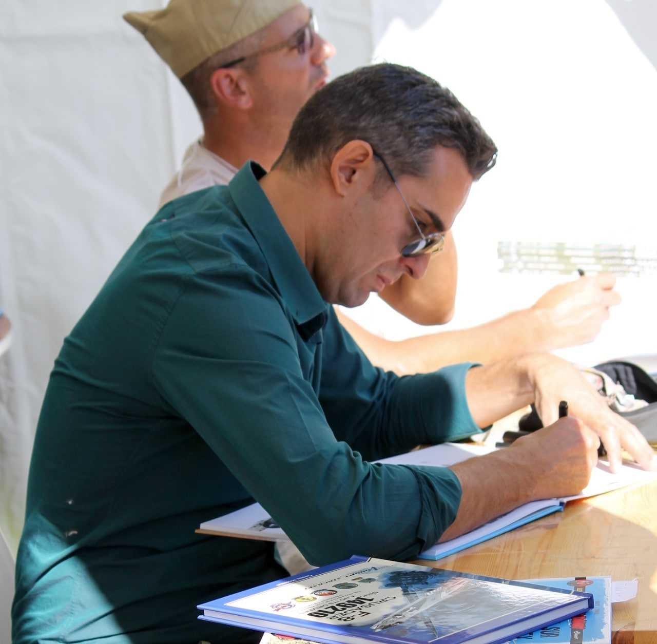 Jean-Michel Arroyo en dédicace avec Buck Danny chez Sauramps à Alès le 12 décembre