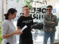 Raphaëlle Perret présente les deux co-auteurs de l'exposition Idées Noires, Fabrice Erre et Gérard Viry-Babel. JLT ®